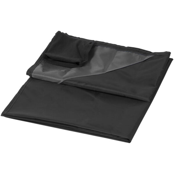 Stow-and-go water-resistant picnic blanket (10046000)